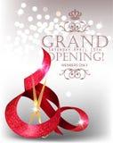 Elegante Karte der festlichen Eröffnung mit strukturiertem gekräuseltem rotem Band und Scheren Lizenzfreies Stockfoto