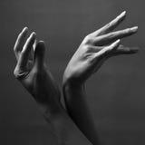 Elegante männliche Hände Stockfotos