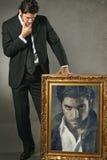 Elegante mens en zijn donkere ziel in een verf Royalty-vrije Stock Foto's