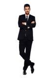 Elegante mens in zwart kostuum, op wit stock afbeelding