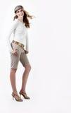 Elegante moderne junge Frau stockfotos