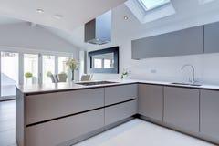 Elegante moderne keuken Stock Foto's