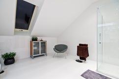 Elegante moderne witte badkamers royalty-vrije stock foto