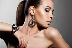 Elegante modieuze vrouw Royalty-vrije Stock Afbeeldingen