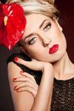Elegante modieuze vrouw Stock Foto