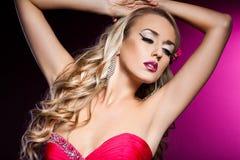 Elegante modieuze vrouw Stock Foto's