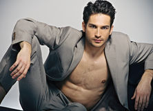 Elegante muskulöse Haltung des Mannes in Mode Stockfotos