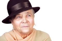 Elegante oude hogere vrouw met hoed Stock Foto