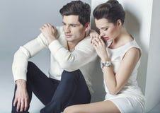 Elegante Paare, die einen Bruch haben stockfotos