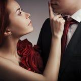 Elegante paren in de tedere hartstocht royalty-vrije stock fotografie