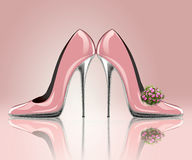 Elegante rosa Hochzeitsschuhe Stockbilder