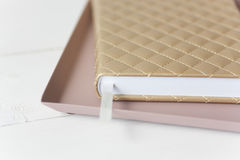 Elegante roze gouden samenstelling royalty-vrije stock afbeeldingen