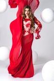 Elegante Schönheit im roten Kleid Lizenzfreies Stockfoto