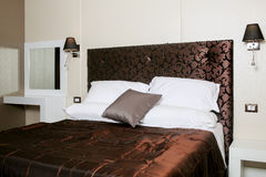 Elegante slaapkamer Royalty-vrije Stock Foto's