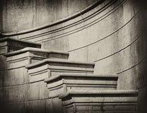Elegante Steinjobsteps in der klassischen Art Stockbilder