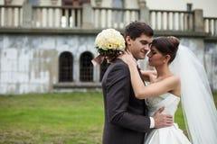Elegante stilvolle junge Paare Lizenzfreie Stockfotografie