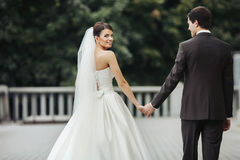 Elegante stilvolle junge Paare Stockfotos