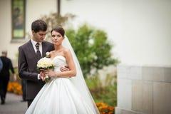 Elegante stilvolle junge Paare Lizenzfreies Stockbild