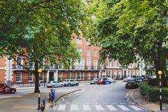 Elegante straten in de stadscentrum van Londen dichtbij Belgravia en Mayfair Stock Fotografie