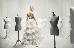 Elegante und bezaubernde blonde Schönheit Stockbilder