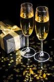 Elegante van de giftdoos en champagne fluiten Stock Foto's