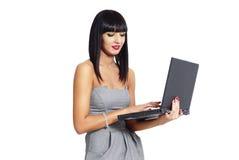 Elegante vrouw met notitieboekje Royalty-vrije Stock Afbeeldingen