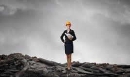 Elegante vrouweningenieur Gemengde media Stock Afbeeldingen