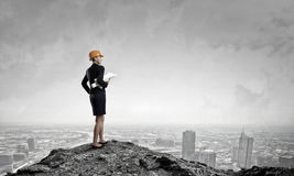 Elegante vrouweningenieur Gemengde media Stock Foto