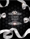 Elegante Weinleseeinladungskarte mit Seide maserte gekräuselte Goldbänder und ledernen Hintergrund Lizenzfreie Stockfotos