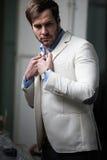 Elegante zeer ernstige zakenman royalty-vrije stock afbeelding