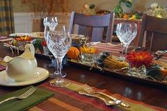 Eleganter Danksagungs-Abendtisch Stockbild