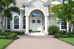Eleganter Eingang zum schönen Haus Stockfotos