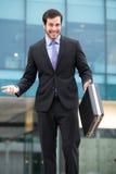 Eleganter Geschäftsmann sehr ernst stockfotografie