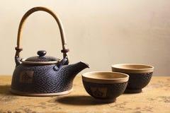 Eleganter Japaner Clay Tea Service lizenzfreie stockbilder