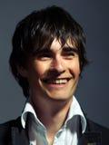 Eleganter junger Mann lacht stockbild