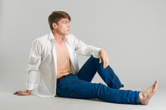 Eleganter junger stattlicher Mann Stockfotografie