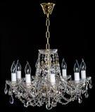 Eleganter Kristall-strass Leuchter mit acht Lampen Stockfotos
