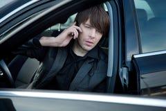 Eleganter Mann in einem Auto Stockfotos