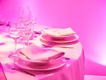 Eleganter rosa Abendtisch Lizenzfreies Stockfoto