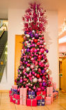 Eleganter rosa Weihnachtsbaum Stockbild