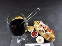 Elegantes deliciosos do alimento comem o almoço da bebida da bebida da tabela Fotos de Stock Royalty Free