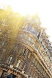 Elegantes Gebäude in Paris Stockfotos