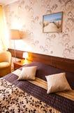 Elegantes Hotelzimmer Stockfotos
