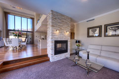 Elegantes modernes Großraumwohnzimmer Stockbild