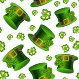 Elegantes nahtloses Muster mit Koboldhüten und Kleeblättern Stockbild