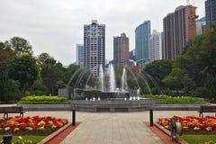 Elegantes Quadrat mit Brunnen Lizenzfreies Stockfoto
