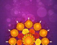 Elegantes Rangoli mit Lit-Lampen für Diwali Lizenzfreie Stockfotografie