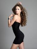 Elegantie en schoonheid van jonge vrouw Stock Afbeelding
