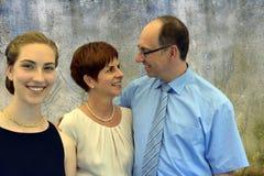 Elegantly klädd familj royaltyfri bild