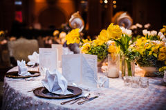 Elegantt äta middag bordlägger royaltyfri foto